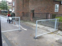 Barriers on LCN route 3 at Oval, now removed, on lambethcyclists.org.uk