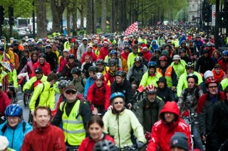 Photo of lots of cyclists on LCC Big Ride